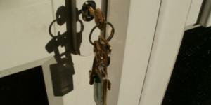 Home Key in Door 400x200